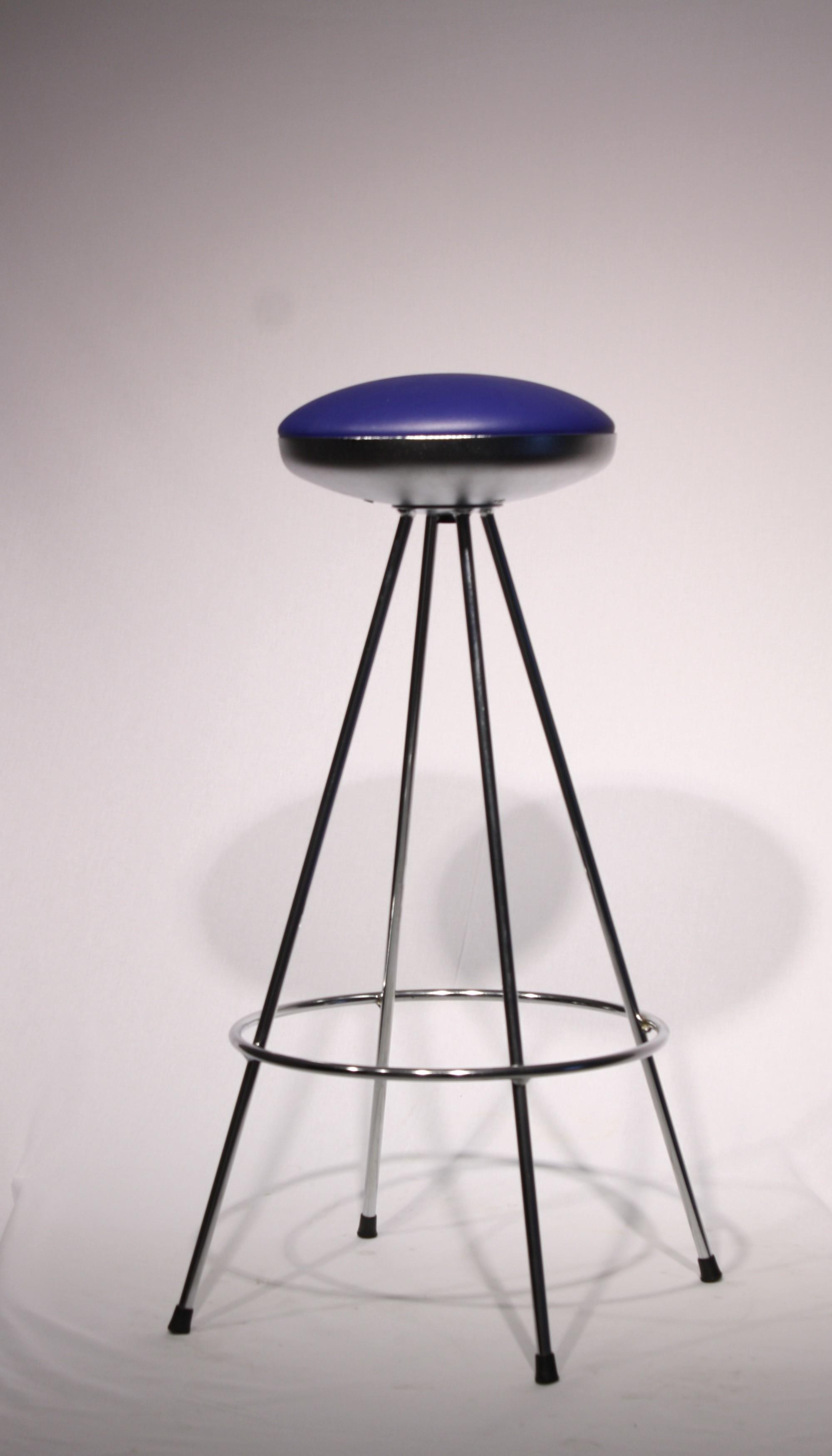 Stol barski UFO moder