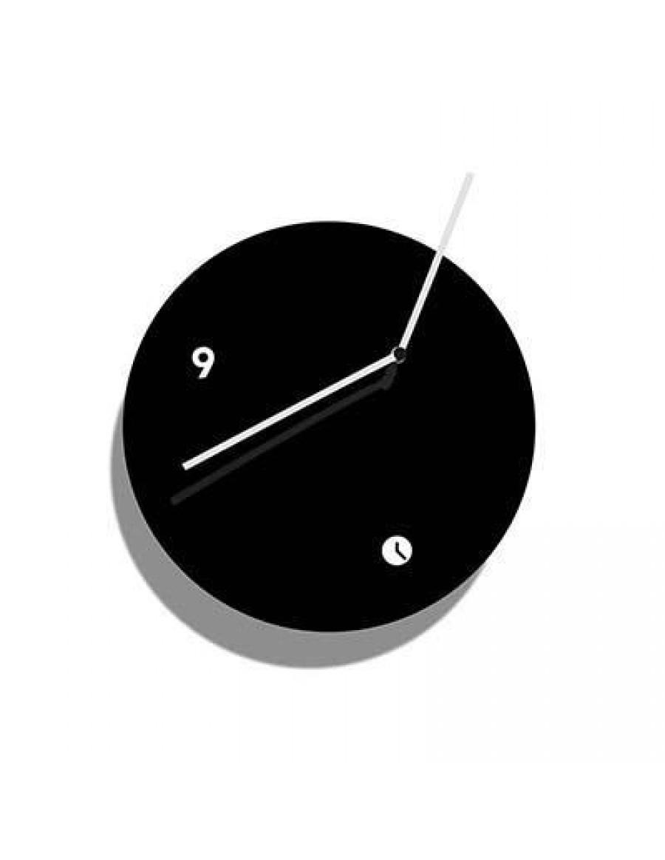 stenska ura, lakirana črno
