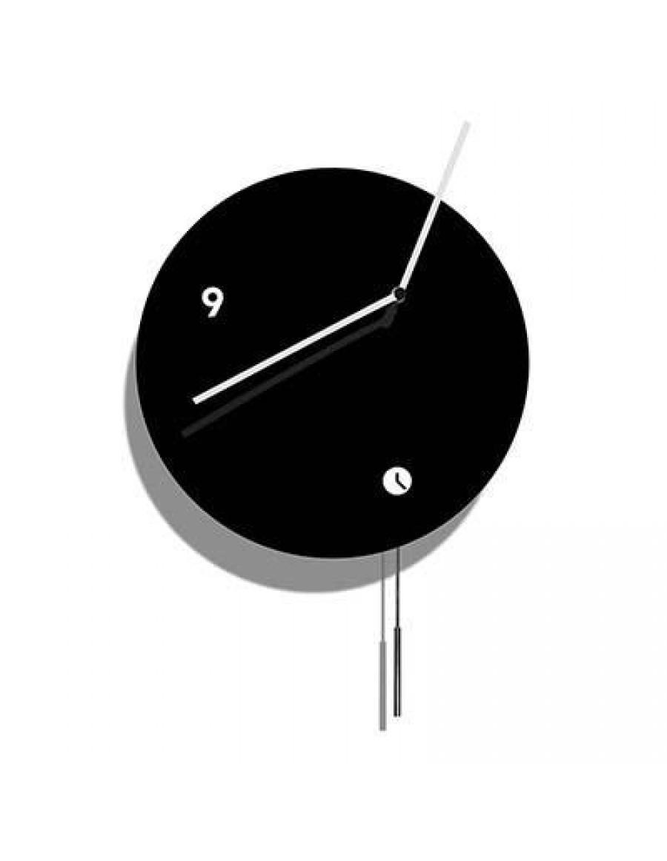 stenska ura, lakirana črno z nihalom