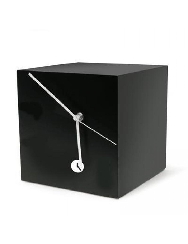 namizna ura Quadra, lakirana črno