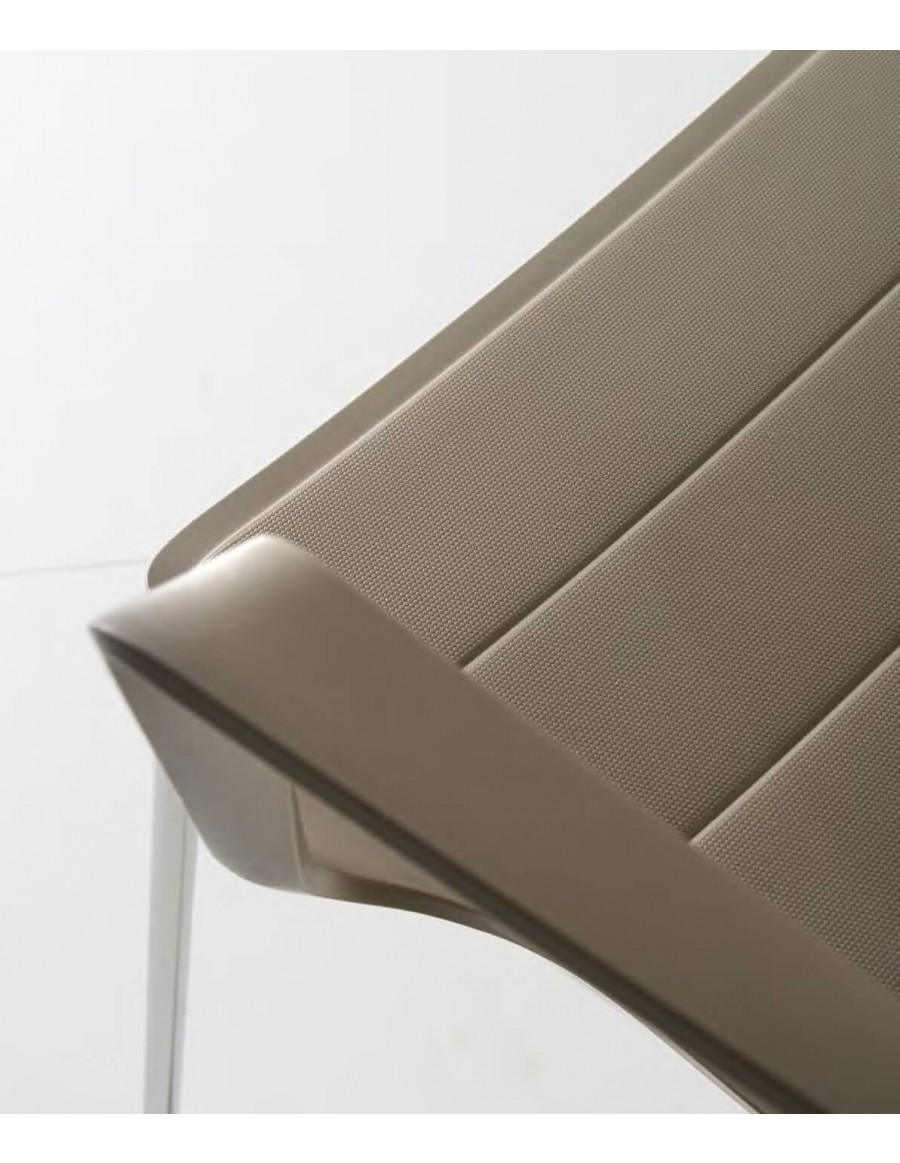 Kelly chair | Tortora shell, white base
